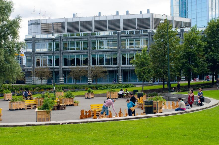 dyrkeprosjektet-sjakkplassen-pa-vaterland-har-bidratt-til-a-gjore-plassen-mye-mer-brukt-i-host-foto-monica-lovdahl